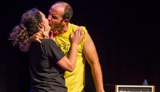 Le spectacle «AM/FM», présenté au Théâtre La Chapelle, dans le cadre de Zoofest