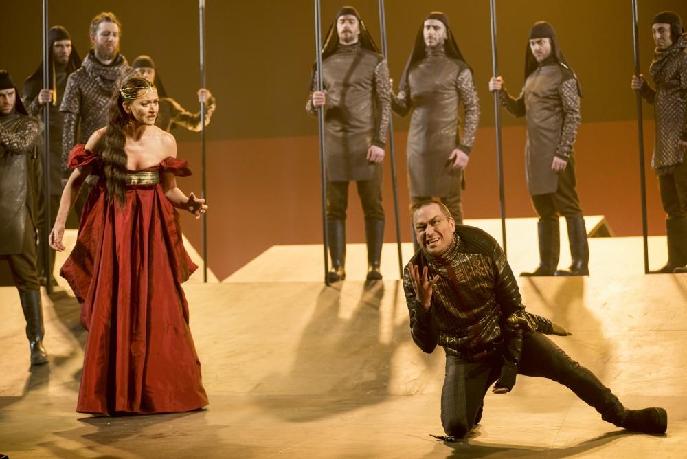 Crtitique theatre Richard III TNM Drapeau Ricard