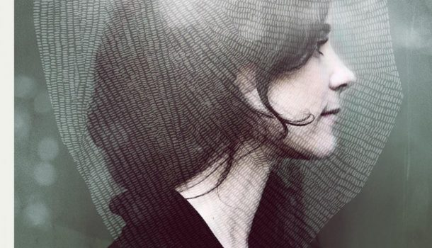 Julie Blanche présente son premier album homonyme