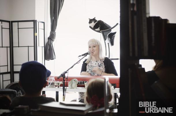 Ariane Zita en prestation intime au Café des chats de Montréal
