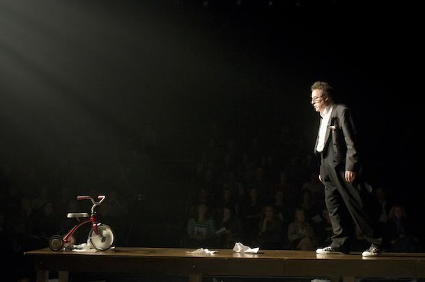 Critique-Poesie-sandwichs-et-autres-soirs-qui-penchent-Place-des-Arts-Loui-Maufette-01