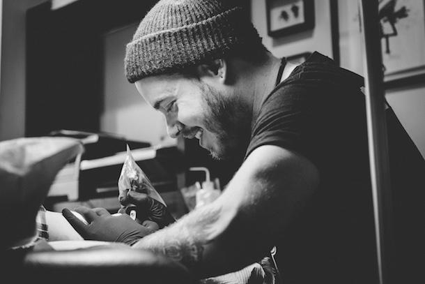 Entrevue-Dans-la-peau-de-David-Brown-tatoueur-Montreal-Bible-urbaine-01
