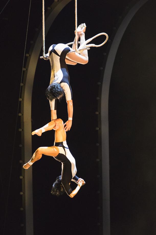 «Tout écartillé» de la Série Hommage du Cirque du Soleil à l'Amphithéâtre Cogeco de Trois-Rivières