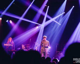 Le sextuor Deerhunter avec Cindy Lee au National de Montréal
