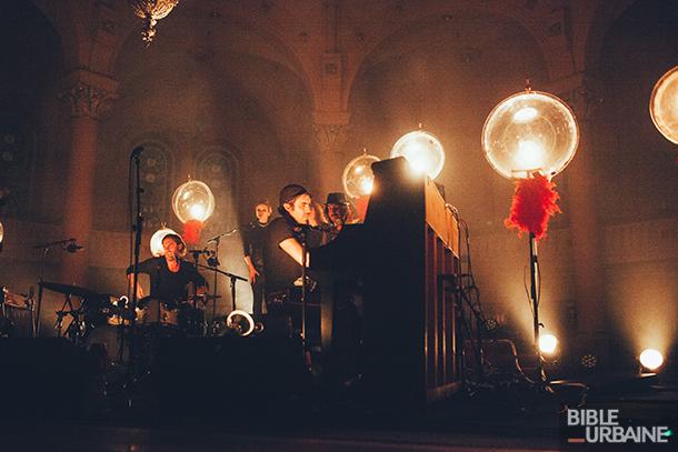 La magie de Patrick Watson opère à l'Église Sainte-Thérèse-d'Avila lors de Santa Teresa 2017