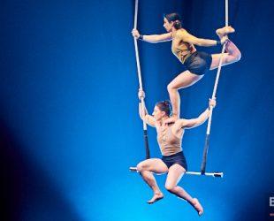 Les finissants de l'École nationale de cirque présentent «L'amour et les extraterrestres» à la TOHU