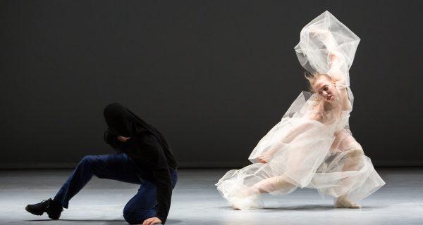 «Le Cri du monde + Soft virtuosity, still humid, on the edge» de la Compagnie Marie Chouinard à la Place des Arts