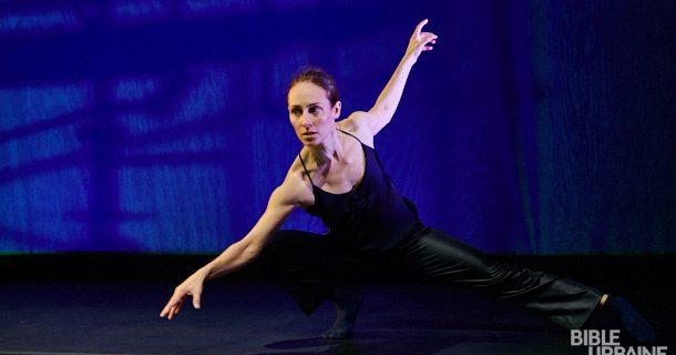 La chorégraphe Anne Plamondon à l'état primitif à l'occasion du spectacle «Mécaniques nocturnes»