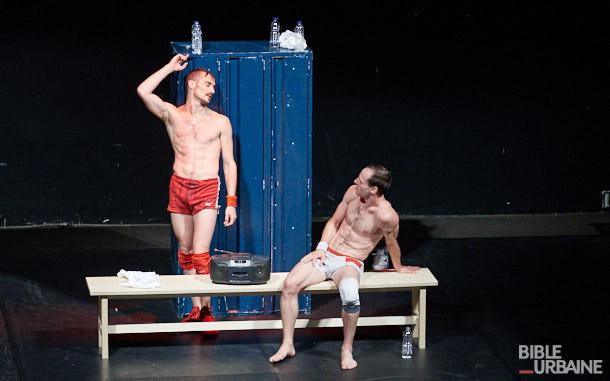 «Poyo Rojo» à Montréal Complètement Cirque: le combat de la séduction