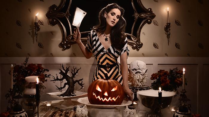 Netflix-Halloween-2018-Christine-McConnell-Bible-Urbaine