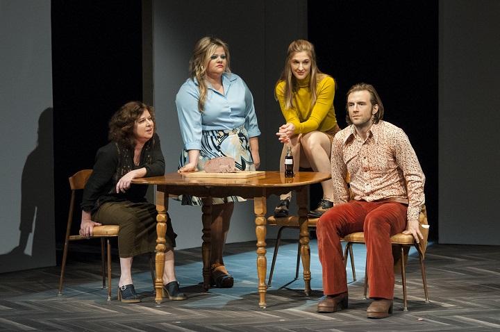 BonjourLaBonjour-MichelTremblay-ClaudePoissant-TheatreDenise-Pelletier-GuntherGamper-2