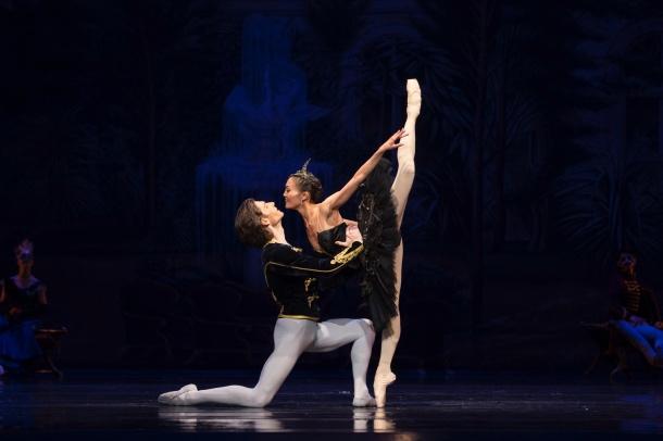 lac_cygnes_BibleUrbaine_e-krasucka-GBC-critique-ballet