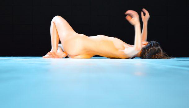 «Pour» de Daina Ashbee avec Paige Culley à l'Agora de la danse