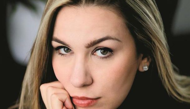 «Dans la peau de…» Victoria Charlton, l'auteure qui démystifie les crimes et les affaires irrésolues