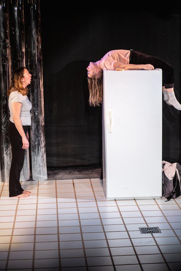 «Nikki ne mourra pas» des soeurs Amar au théâtre Premier Acte