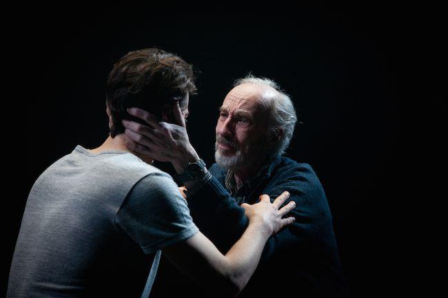 Critique-Pour-qu-il-y-ait-un-debut-a-votre-langue-theatre-periscope