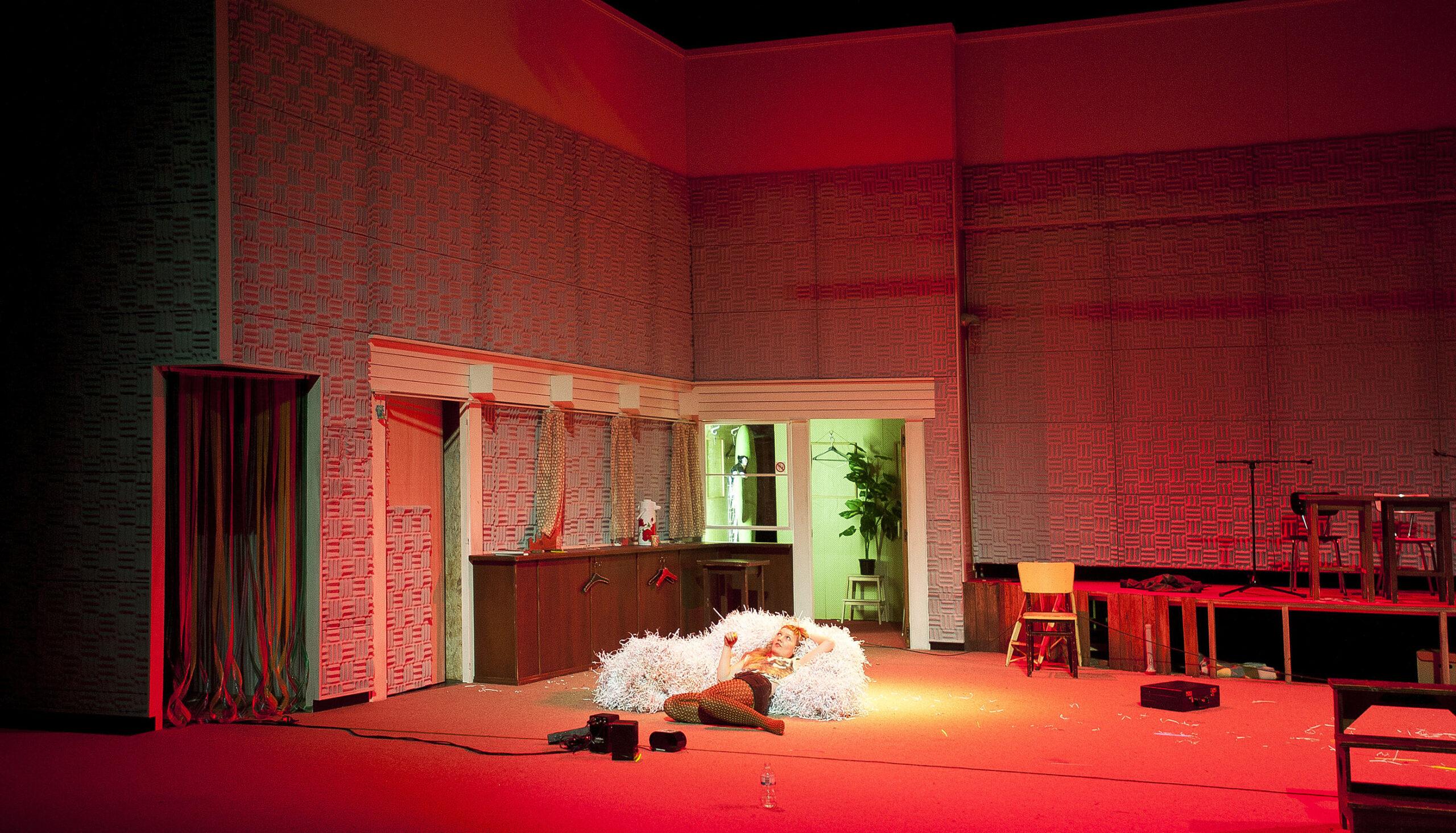 """2013-2014 la Colline  coproduction création Théâtre de Liège""""LILIOM """"de Ferenc Molnár Mise en scène Galin Stoev"""