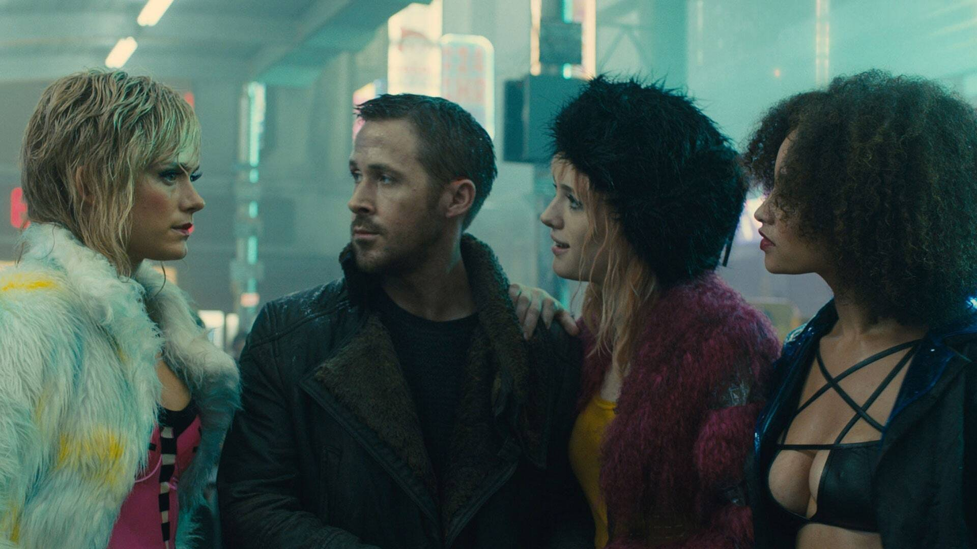 Blade-Runner-2049-costumes-renee-April-Bible-urbaine