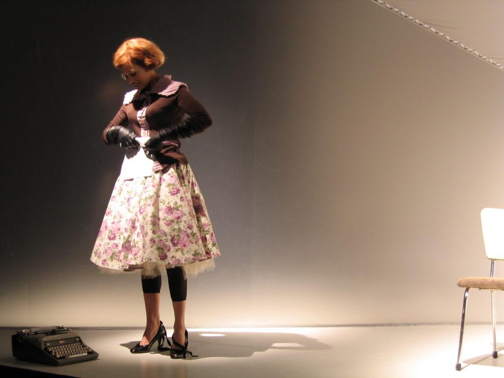 La cloche de verre_2004 _m.e.s Brigitte Haentjens_Sibyllines_Théâtre de Quat'sous _crédit photo Julie Charland