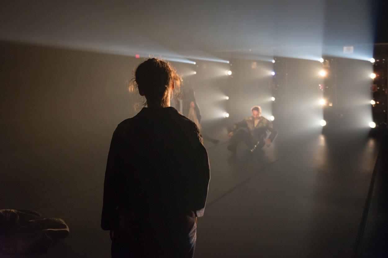 «Dans l'envers du décor»: Gaspard Philippe, désigner multimédia en production théâtrale
