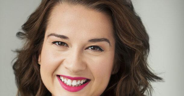 «Dans la peau de…» Sandra Sirois, pétillante animatrice télé et auteure jeunesse