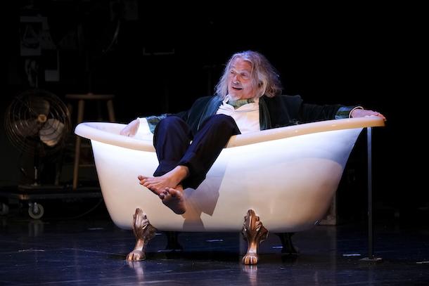Critique-labo-theatre-Le-reveur-dans-son-bain-TNM-Bible-urbaine-12